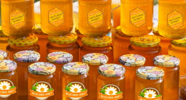 Les étiquettes pour le miel – Choisir entre les étiquettes en papier et les films autocollants?